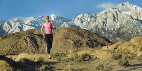 runner-mountains-100809-02